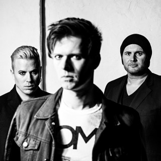 Дебютный альбом шведско-швейцарской инди-рок группы Seadrake - 'Isola'